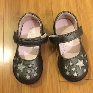 Toddler Size 6 Nina Grey Dress Shoes w/ Stars